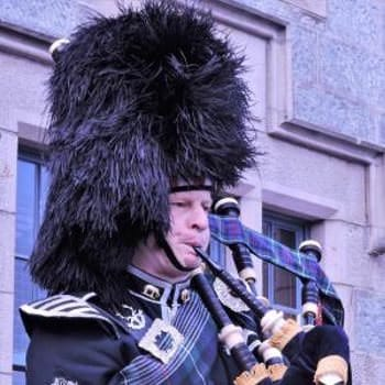 Edinburgh Wedding Bagpiper Tails Piper