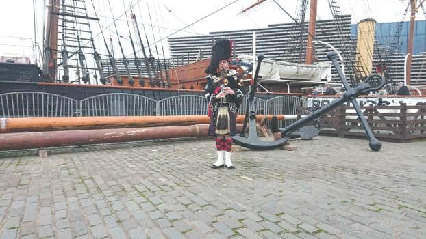 RRS Discovery Wedding Bagpiper