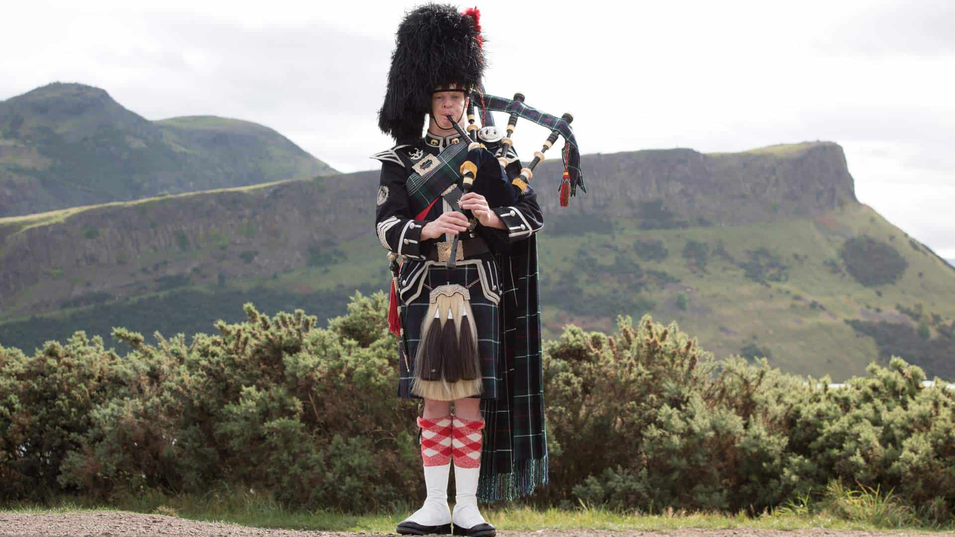 Bagpipers Full Higland Dress