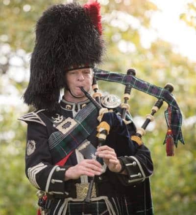 Hire a piper in Edinburgh